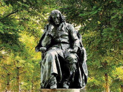 23_Spinoza_standbeeld